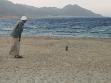 Joe jde na Sinaj<br />Joe potkává Achmeda u Rudého moře